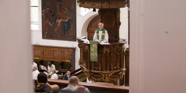 Der Spiritual Prof. Dr. Josef Freitag bei seiner Predigt zum Hohen Friedensfest in St. Anna , © Irmgard Hoffmann