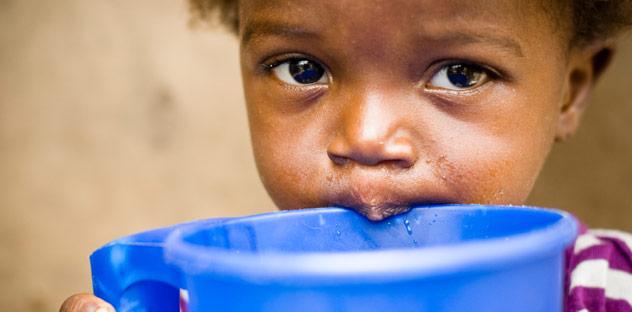 Hungerndes Kind aus Afrika, © iStockPhoto / MShep2