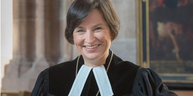 Eine Frau in einem Talar,© (c) Evangelisch-Lutherischen Kirchenkreis Nürnberg