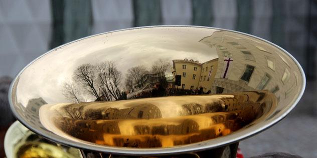 Posaune mit Spiegelung Landeskirchenamt München