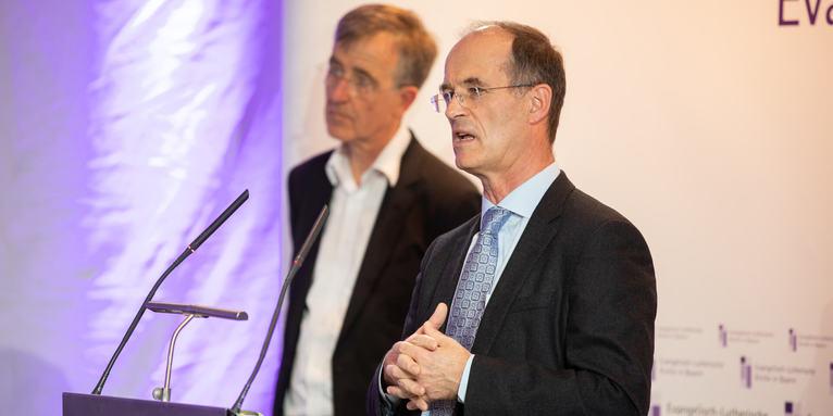 Finanzausschussvorsitzender Joachim Pietzcker, Oberkirchenrat Nikolaus Blum (v.r.), © elkb/mck