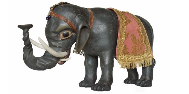 Ein schwarzer Elefant in der großen fränkischen Weihnachtskrippe von Norbert Tuffek