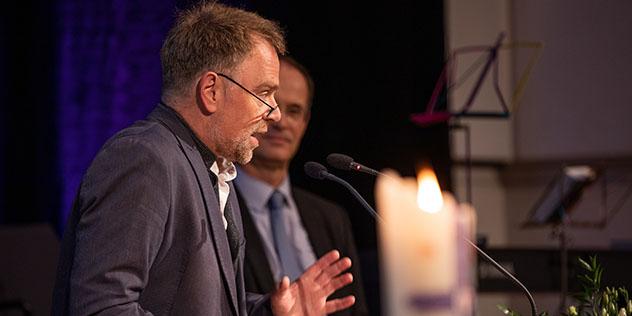 Planungsreferent Thomas Prieto Peral und Oberkirchenrat Nikolaus Blum