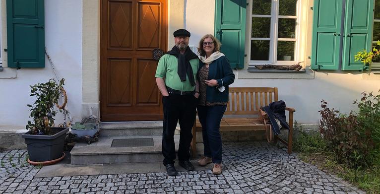 Pfarrer Martin Voß aus Prichsenstadt gemeinsam mit seiner Frau Tanja, © BR/Evi Strehl