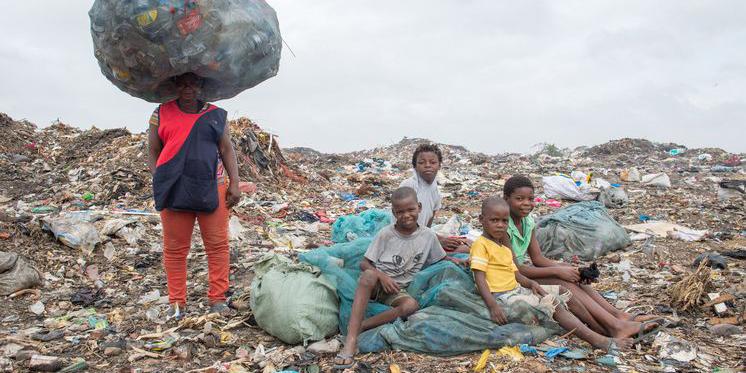 Mosambik Müllkippe Maputo Kinder
