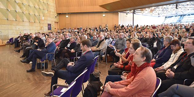 850 Kirchenvorsteherinnen und Kirchenvorsteher in der Stadthalle Fürth