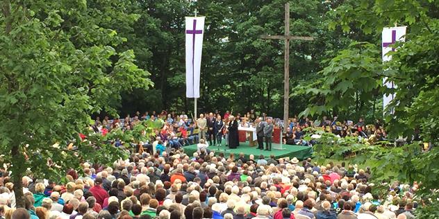 Der Festgottesdienst auf dem Hesselberg