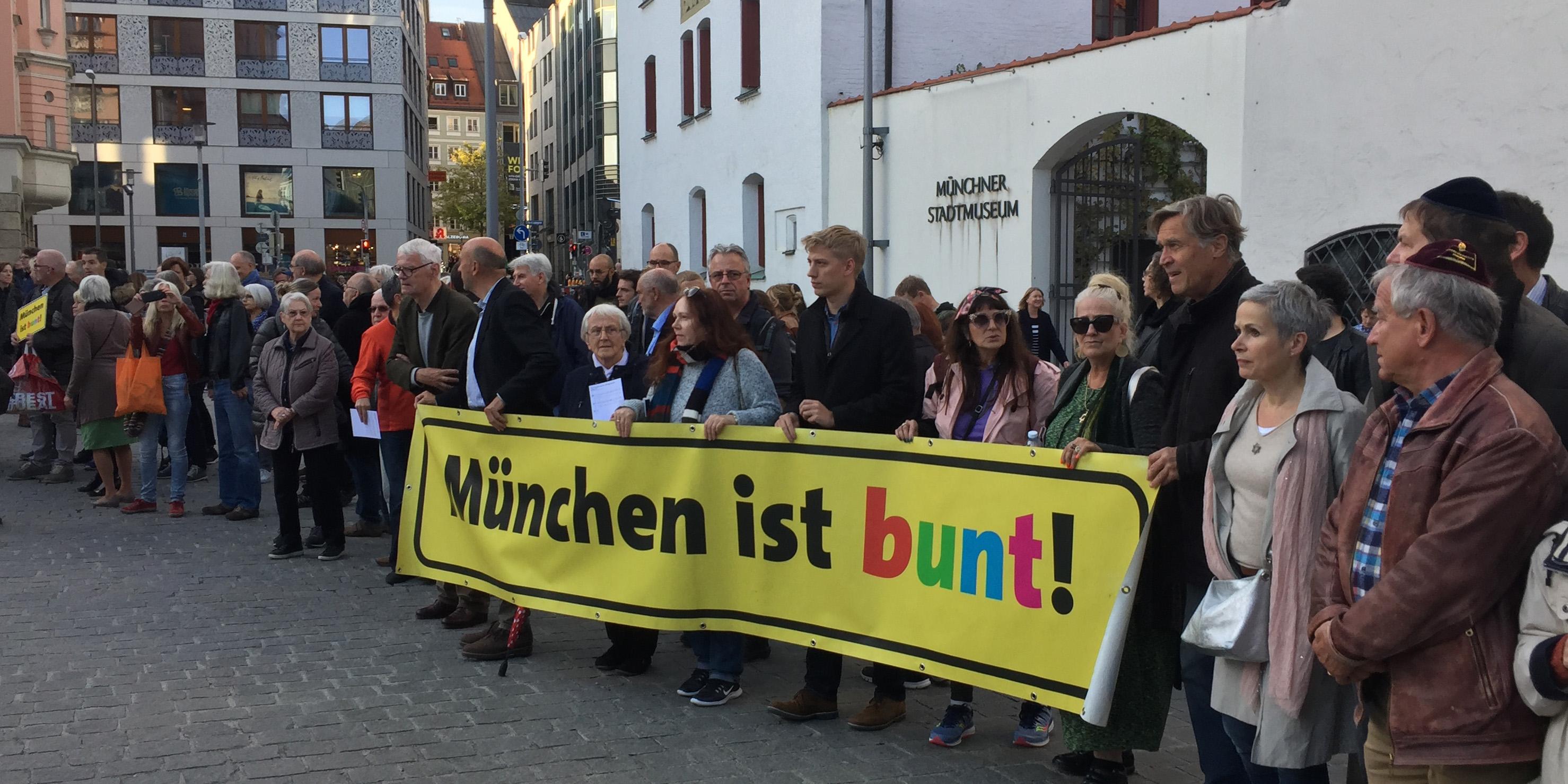 Menschenkette in München , © ELKB