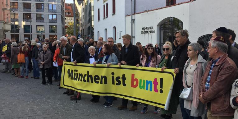 Menschenkette in München, © ELKB