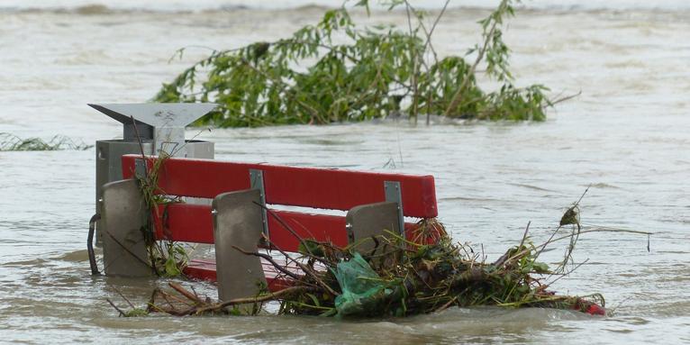 überflutete Parkbank , © pixabay/Hans