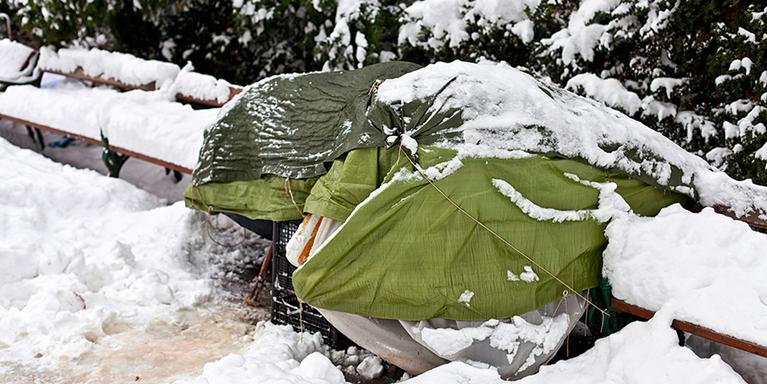 Unterstützung von Obdachlosen, © iStock-Creativemarc
