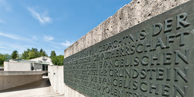 Tafel an der KZ-Gedenkstätte Dachau