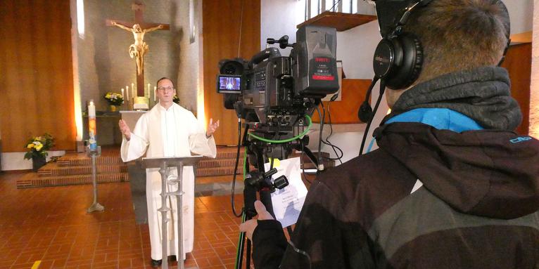 Bis zu 1000 Menschen erreichen die Gottesdienste auf Youtube mit Pfarrer Thomas Bachmann., © S.Scheder