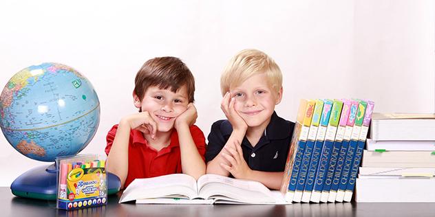 Schüler beim Lesen, © pixabay