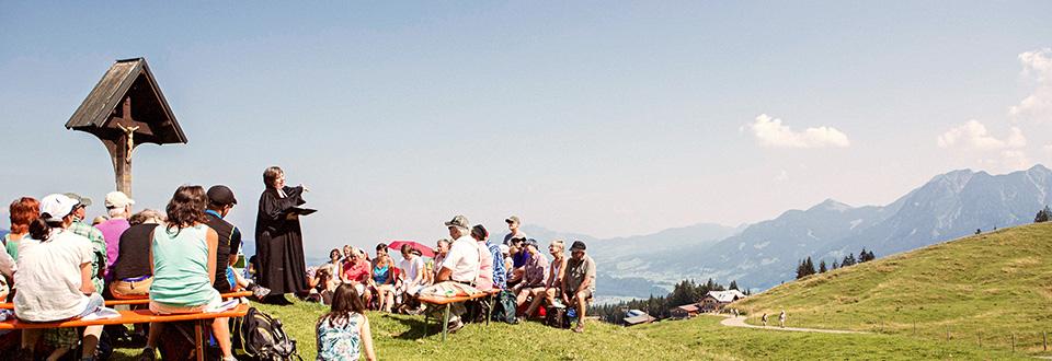 """<p><a href=""""http://tourismus.bayern-evangelisch.de/berggottesdienste.php""""><span class=""""tablecell first"""">Mehr als 800 Berggottesdienste bieten die evangelischen Gemeinden in den bayerischen Touristenzentren jährlich an.</span></a></p>"""