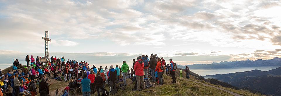 Mehr als 800 Berggottesdienste bieten die evangelischen Gemeinden in den bayerischen Touristenzentren jährlich an. <strong>Zum Themenartikel</strong>